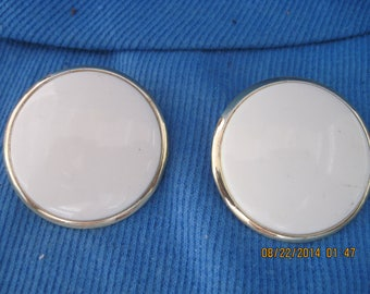 Vintage BEAUTIFUL 60's Mod Gold and White Lucite Button BIG & BOLD Clip Earrings...#7532... Gift 4 Her/Gift 4 Mom