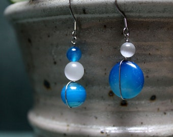 Asymmetrical earrings in surgical steel glass beads