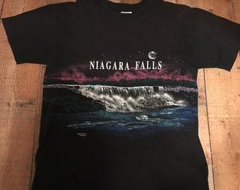 VINTAGE Niagra Falls wrap around graphic t-shirt