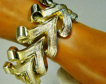 BRACELET, Art Deco Revival Gold Linked Chevrons, 1960s Wide Shiny VEE Links