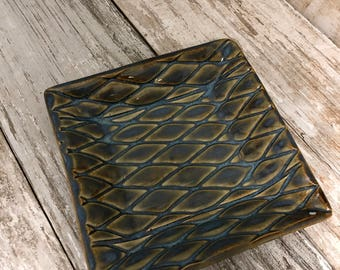 Quilted texture square tray