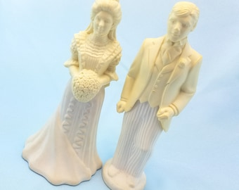 Bride and Groom, Avon Cologne Bottles, novelty glass, Avon Glass, collectible bottles
