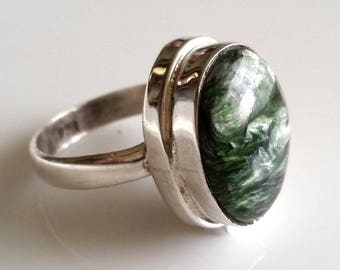 1 vintage green ring, with SeraphinitCabochon, 925 sterling silver, Clinochlore ring, stone ring,