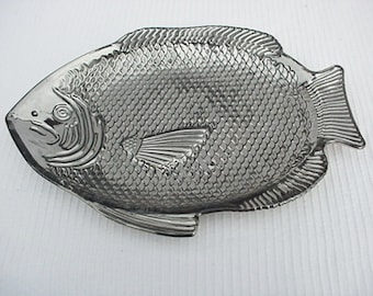 """Glass Fish Serving Plate Silver """"Oven Proof USA"""" Glass Fish Dish Home and Garden Kitchen and Dining Serveware Tableware Serving Plate"""