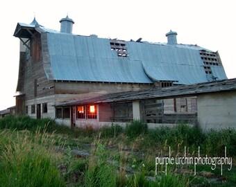 "Barn Photography, Country Picture, Farm Artwork, Old Buildings, Farmhouse Decor, Rustic Wall Art, ""Sunburned Barn"""