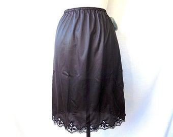 Half Slip in Black, Lace, Antron Nylon, NWT, M