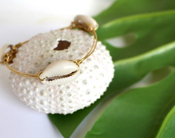 Beach Bangle// Natural Cowrie Shell Bangle// Beach Bangle// Beachy Jewelry// Gold Beach Bangle// Gypsea Soul