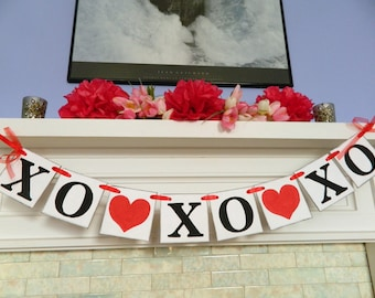 Valentines Day Decorations Valentines Garland XO XO Banner Hugs and Kisses Banner Valentines Day Photo Prop Holiday Decor