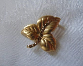 vintage signed Monet gold tone leaf  brooch pin 1960