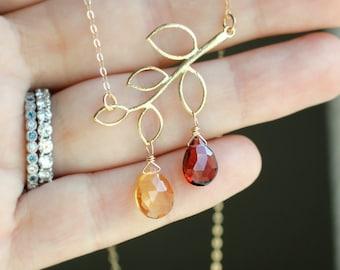 Collier de la fête des mères avec deux pierres précieuses, pierres de naissance personnalisés, collier feuille d'or, arbre généalogique, branche, or, collier maman, deux enfants, cadeau