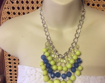 Vintage faceted acryic beads drop dangle bib necklace.