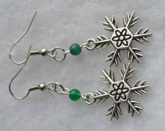 Snowflake and green beads earrings