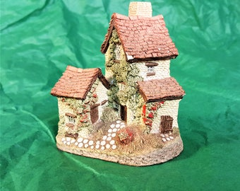 David Winter 1982 Ivy Cottage Vintage Collectible Figurine with Certificate of Authenticity from Studio and Workshops of John Hine Limited