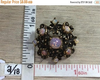 10%OFF3DAYSALE Vintage Gold Toned Pin Brooch Synthetic Opal Cabochons Used