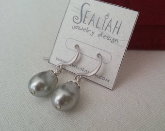Pearl Earrings.Silver Plated Elegant Light Grey Swarovsky Pearl Earring.Rhodium Sterling Earring.Gift for Her.Wife Gift.Everyday Jewelry.