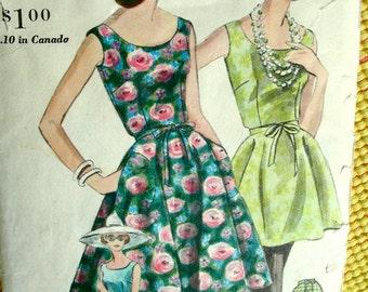 Vintage  Vogue Pattern 5261 // GLAMOROUS Ladies  Sleeveless Summer Tunic Back Wrap Dress, Cigarette Pants Slacks //  Size 14 Bust 34