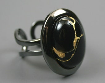 Kintsugi (kintsukuroi) stone ring with a black onyx cabochon with gold repair in a gunmetal plated setting - OOAK