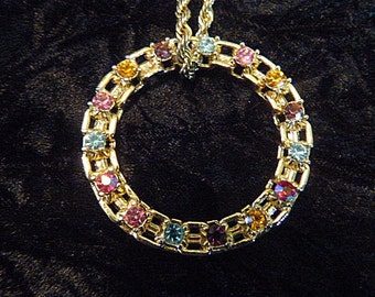 Vintage Gold and Rhinestone Rope Chain and Rhinestone Circle Pendant - N-347 - Rhinestone Necklace - Gold Rope Chain