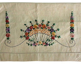 Belgian Linen Table Runner - Flower Topiaries