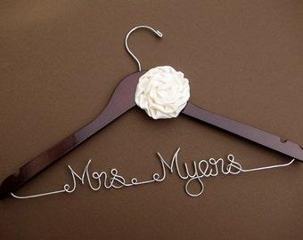 Wedding Hanger with Flower/ Bridesmaid gift / Bridal Hanger / Bridal Shower Gift / Bridal Party / Maid of Honor / Graduation Gift/