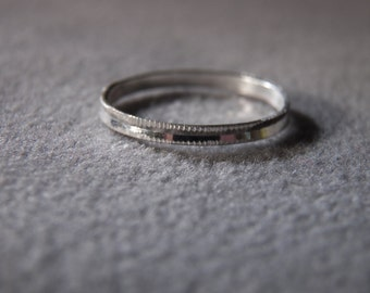 vintage sterling silver band style ring with diamond cut accents, size 9 1/2      M