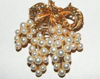 Signed Lisner Pearl Bead Pin