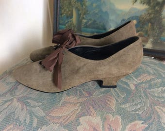 Vintage Woman's Shoes, Worn Once, Styled After Antique Victorian  Shoes, Suede, Size 6M, Excellent!