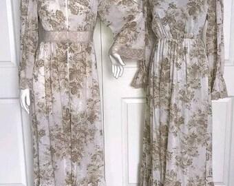70s Floral print dress, prairie dress, house dress and robe