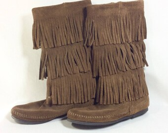 LIKE NEW! Womens Vintage Brown Suede 3 Tier Fringed Moccasins size 6