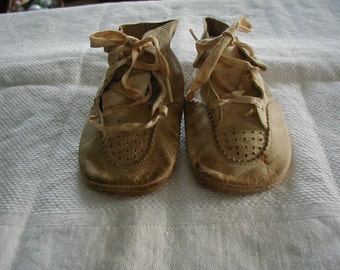 Adorable Vintage leather baby shoes from the 1940's.  They have been very worn, but would still be cute to decorate or display