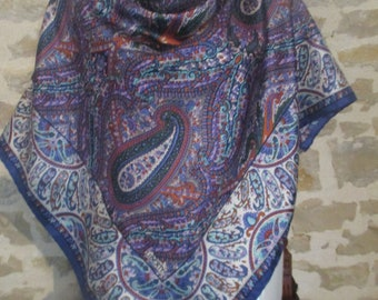 Beautiful LIBERTY thick silk scarf, hemmed by hand 86 X 87 cm in very good condition