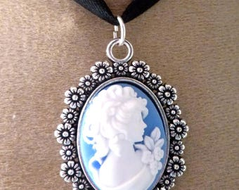 beautiful Victorian cameo pendant has
