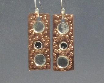 Kupfer und Silber Dot gemischten Metall Ohrringe, schwarze Onyx Ohrringe, strukturierte Kupfer, hängende Ohrringe, Ohrhänger, Ohrringe