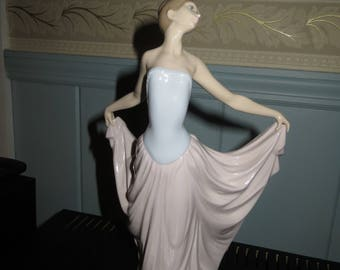 "LLADRO Figurine Elegant Woman Ballet 12"" Tall...............MINT"