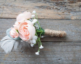 Blush Boutonniere Buttonhole Lapel Pin, Feather Boutonniere, BOHO Bout, Silk Flower Men's Wedding Accessories, Rustic Boutonniere