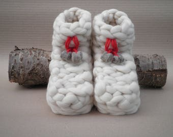 The Paws in pure sheep wool slippers make fingers. original file.
