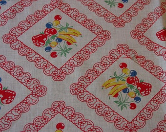 """Cute Vintage Feedsack Tablecloth, Fruits in Lacey Frame Fringed Edge 35 x 40"""""""