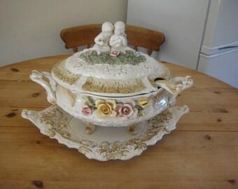 A beautiful  itailen Capodimonte style soup terrin with cherubs