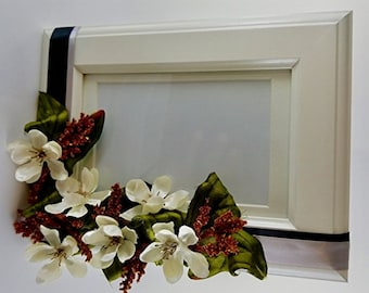 White Photo Frame - Flowers 4x6""