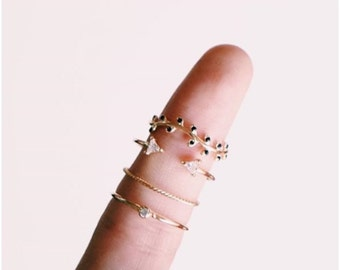 Minimalist Leaves ring - Leaf ring - Minimalist ring - Cz gold ring - Stackable ring - Dainty Ring - Minimalist jewelry - Tiny leaves ring