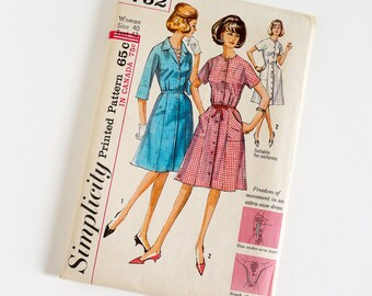 Vintage 1960s Womens Size 40 One Piece Dress Simplicity Sewing Pattern 5752 UNCUT / b42 w34 / Easy Wearing Dress Suitable for Uniforms