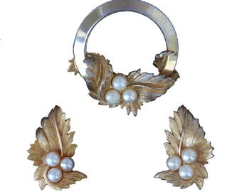 Vtg Sarah Coventry Endearing Demi Parure Goldtone Pin Leaf Earrings Faux Pearls