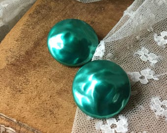 Lovely Green Blue Teal Baroque Finish Button Dome Earrings Unsigned Clip On 1950's Mid Century Jewelry Round Circular Shiny Simple Design