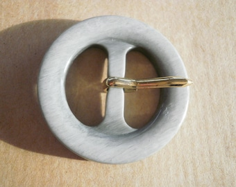 Plastic Pearly gray color round belt buckle