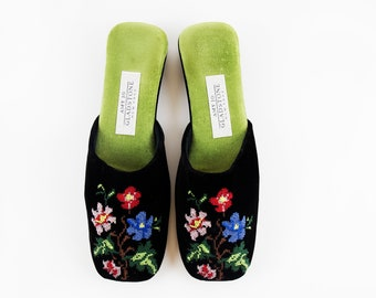 Vintage Black & Green Velvet Garden Floral Embroidered Kitsch Style Slip On Mules size 7 US Womens