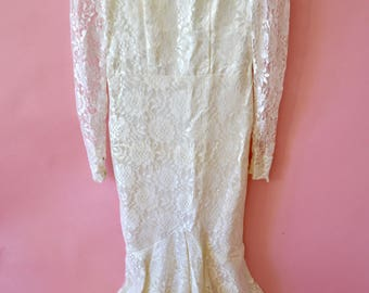 Amazing 70s vintage mermaid cut wedding gown. Lace sheer neckline over sweetheart lining.