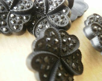 Set of 3 flowers in plastic, black color, size 15 mm buttons