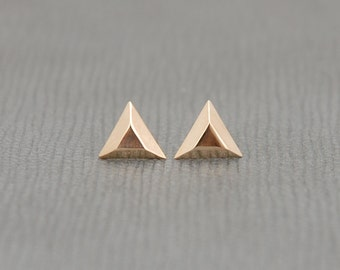 Faceted triangle stud earrings in 14k yellow gold