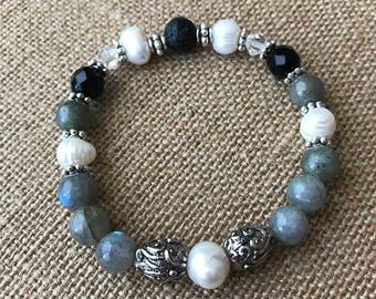Beaded labradorite, Black Onyx, Pear and Lava Stone Stretch Bracelet. Aromatherapy Bracelet. Gift for her. Christmas gift. Healing jewelry.