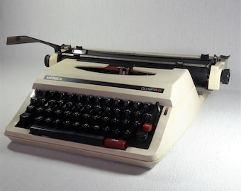 Working  typewriter OLYMPIA Monica Portable typewriter Manual typewriter Typewriters QWERTY keyboard Typewriter working Olympia typewriter